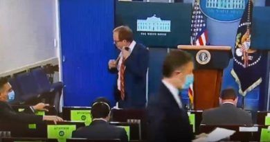 Video: ABC's Reporter Thought All The Cameras Were Off, So He Removes His Mask While Still In The White House Briefing Room